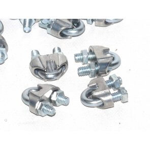 Grampas prensacables de hierro galvanizado de ½